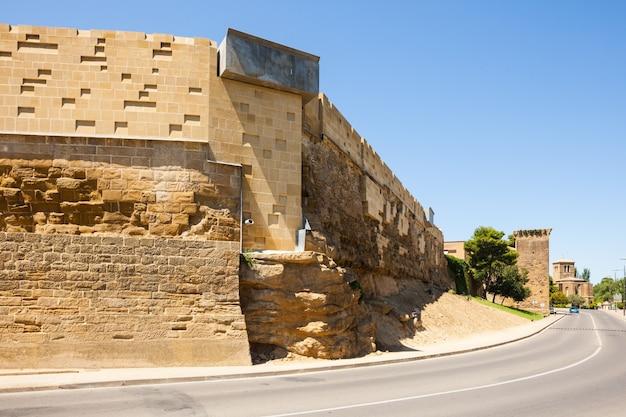 Городская стена уэска. арагон Бесплатные Фотографии