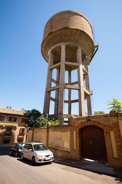 Водонапорная башня в уэске Бесплатные Фотографии