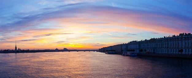 朝のネヴァ川 無料写真