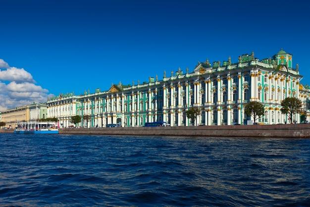 Вид на санкт-петербург. зимний дворец из невы Бесплатные Фотографии