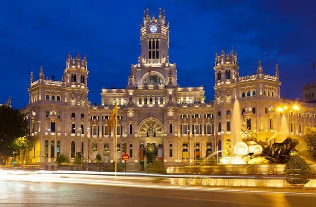 夜の通信の宮殿。マドリッド、スペイン 無料写真
