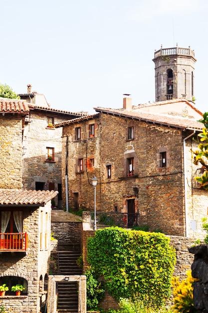 Фото узкой улицы старой каталонской деревни Бесплатные Фотографии