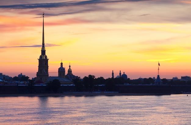 Петропавловская крепость в летнее утро Бесплатные Фотографии