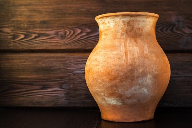 村のカントリースタイルの古い土鍋 Premium写真
