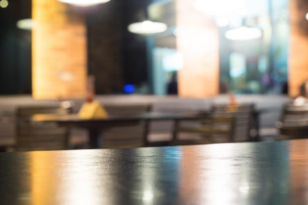 背景がぼやけて光と黒いテーブル Premium写真
