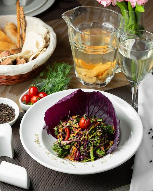 赤キャベツの野菜サラダ 無料写真