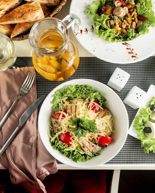Классический куриный салат цезарь Бесплатные Фотографии