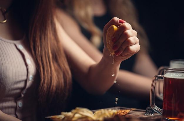 レモン汁の滴 無料写真