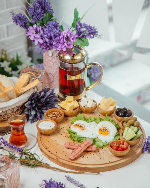 テーブルの上の朝食セット 無料写真