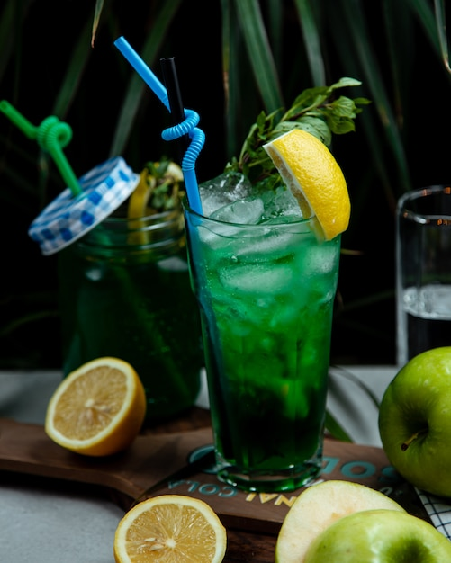 緑とレモンのアイスティー 無料写真