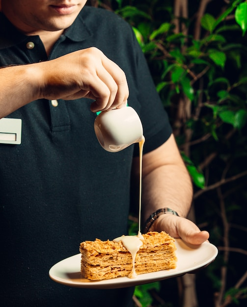 プレートの蜂蜜ケーキ 無料写真