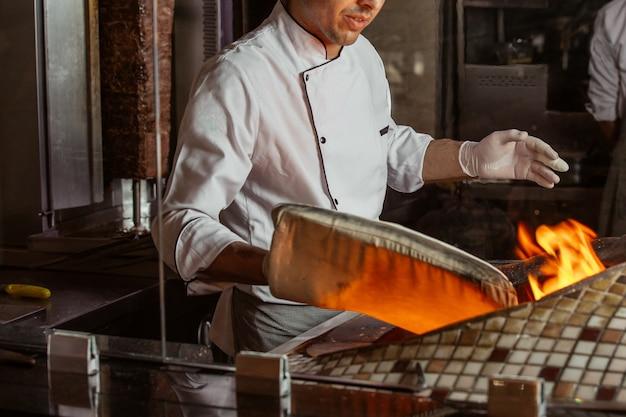 テンディール炉のホットパン 無料写真