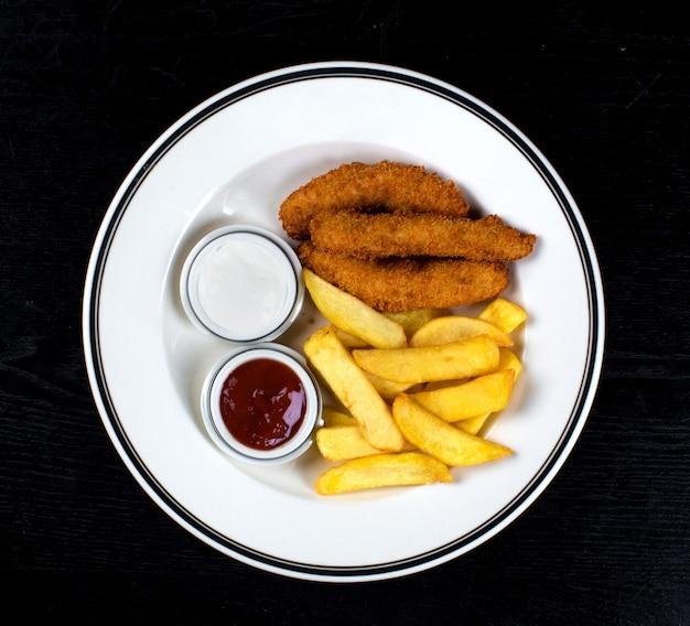 Куриные наггетсы и картофель фри Бесплатные Фотографии