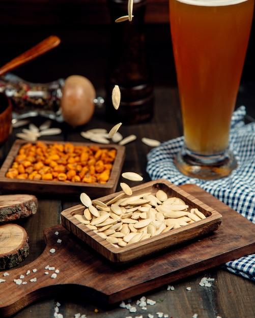 Пиво на столе Бесплатные Фотографии