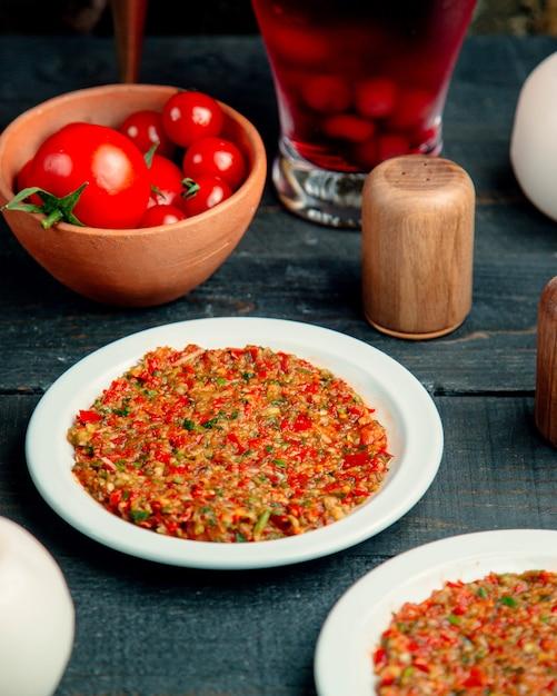 Пюре с различными овощами и свежими помидорами Бесплатные Фотографии