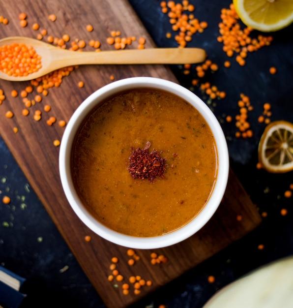 レンズ豆の粒とレンズ豆のスープ 無料写真