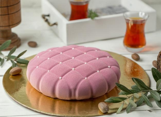 小さな真珠のクッション形状のモダンなピンクのケーキ 無料写真