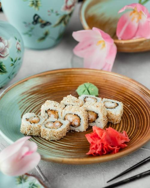 Суши с кунжутом, имбирем и васаби Бесплатные Фотографии