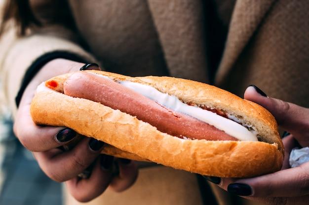 Хот-дог с белым сыром Бесплатные Фотографии
