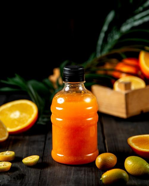 ペットボトルのオレンジジュース 無料写真