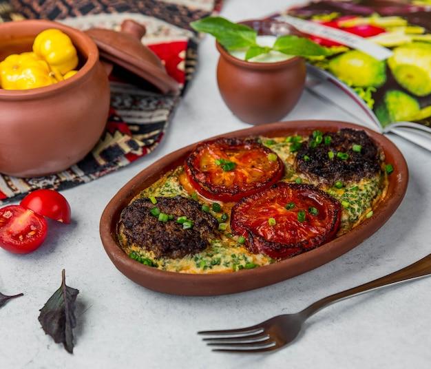 炉で揚げた牛肉と野菜 無料写真