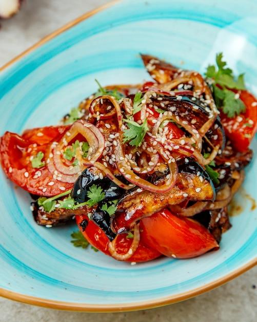 Мясо помидоров и лука в соусе барбекю Бесплатные Фотографии