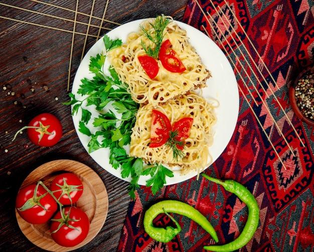 Спагетти с фаршированным мясом в соусе Бесплатные Фотографии