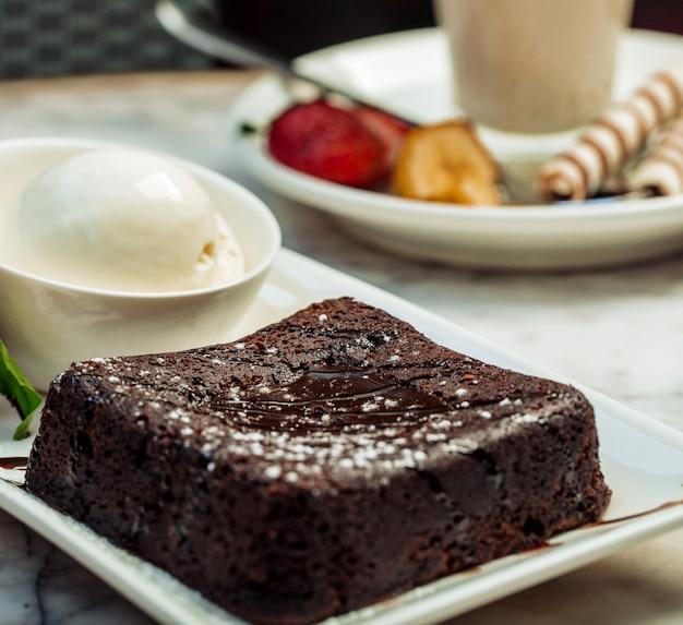Шоколадный вулкан с мороженым Бесплатные Фотографии