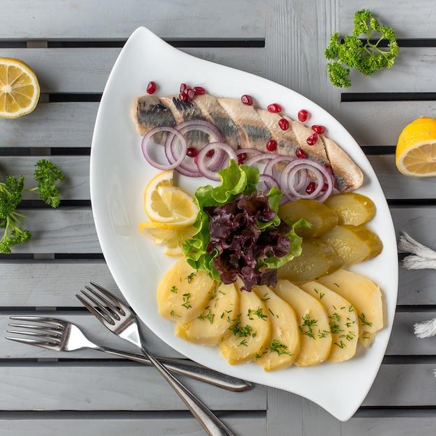 塩漬け野菜のプレート 無料写真