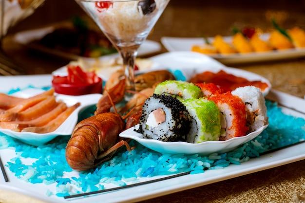 Различные суши на столе Бесплатные Фотографии