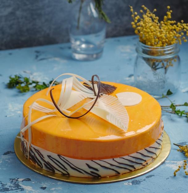 テーブルの上のおいしいケーキ 無料写真