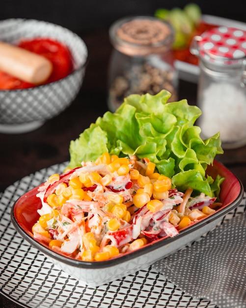 野菜とマヨネーズのチキンサラダ 無料写真
