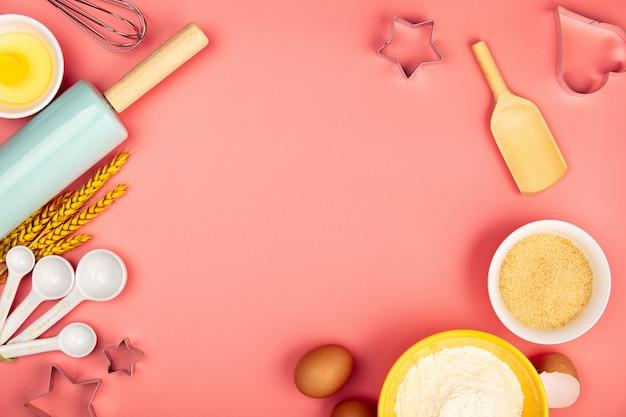 Выпечка или приготовление ингредиентов на розовом фоне, плоская планировка Premium Фотографии