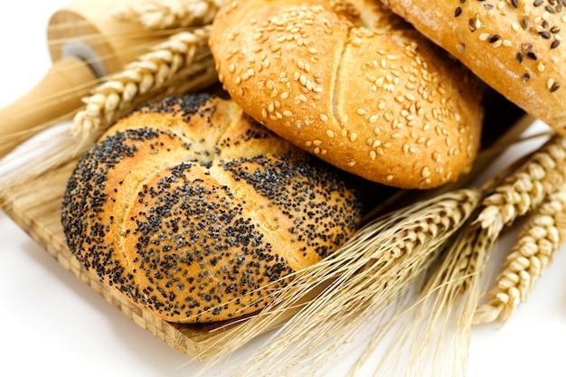 小麦とさまざまな種類のパン Premium写真