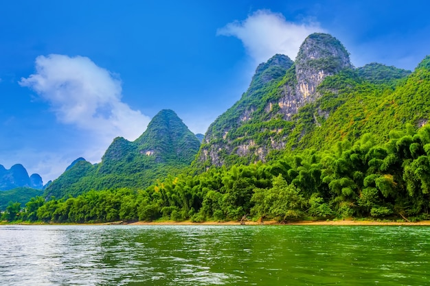 霧中国の水のピークの風景 無料写真