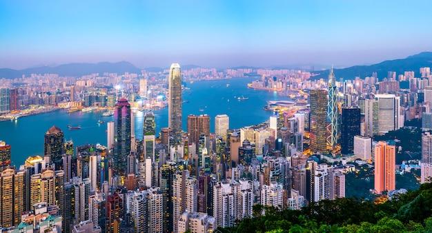 香港の都市スカイラインと建築景観夜景 Premium写真