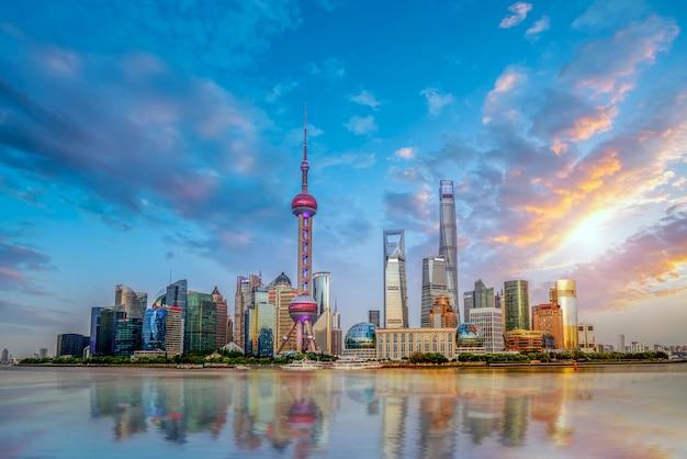 Небоскребы в финансовом районе шанхая, китай Premium Фотографии