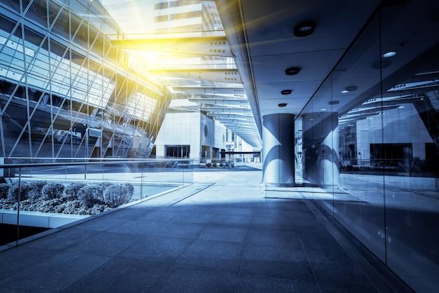 現代中国の都市の低角度の超高層ビルから Premium写真