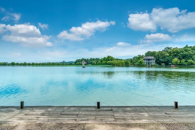 Пейзаж западного озера в ханчжоу Premium Фотографии