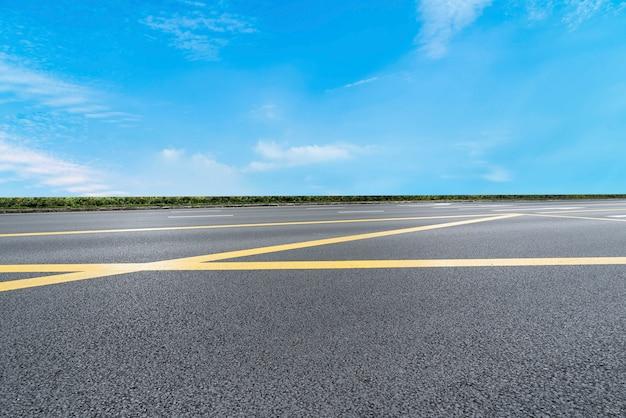 Дорожное покрытие и небо природный ландшафт Premium Фотографии
