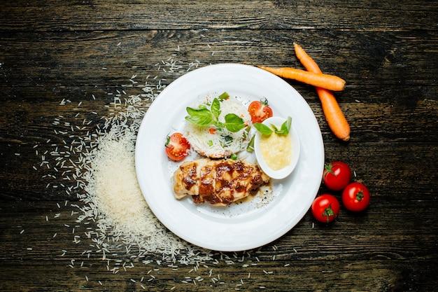 鶏ムネ肉の卵とご飯 無料写真