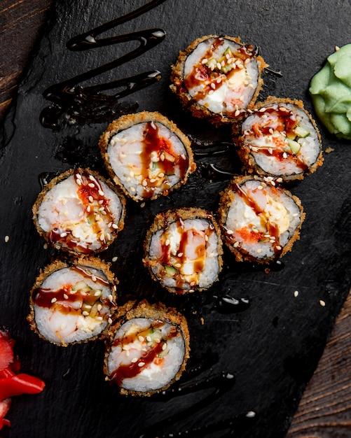 ソースわさびとごまの巻き寿司 無料写真