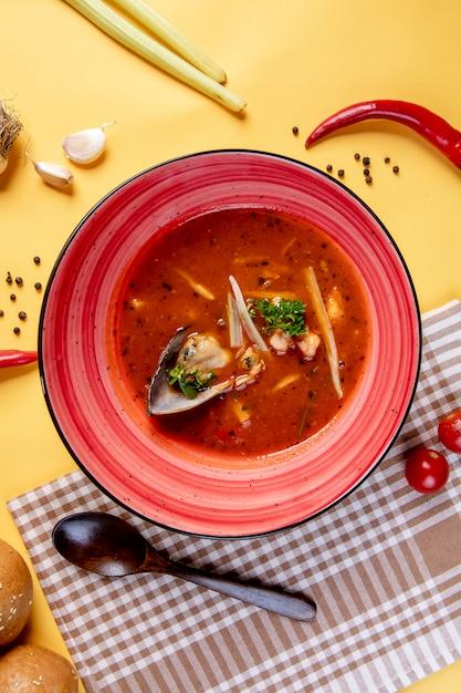 シーフードのスパイシートマトスープ 無料写真