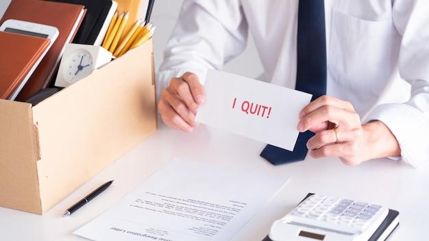 退職の手紙でストレス実業家 Premium写真