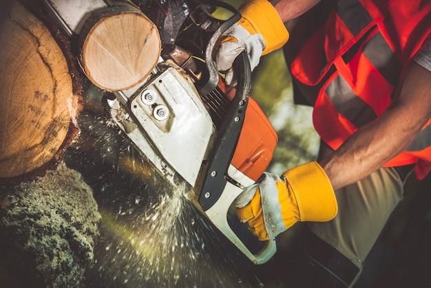 ガソリンソー木材ログカット 無料写真