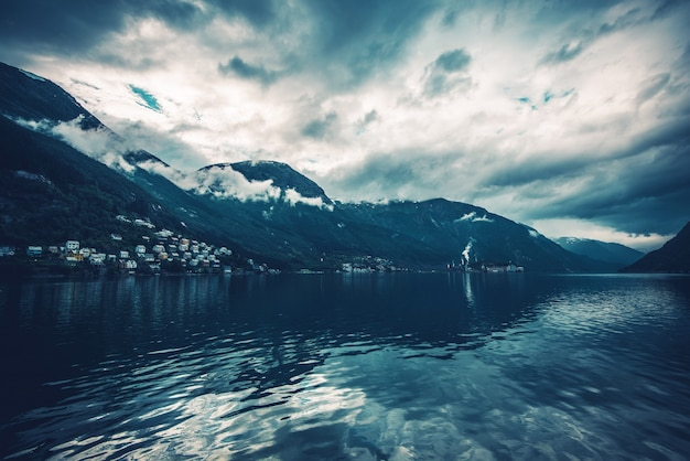 ノルウェーのフィヨルド風景 無料写真