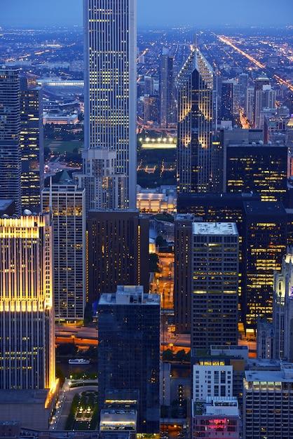 夜のシカゴ高層ビル 無料写真
