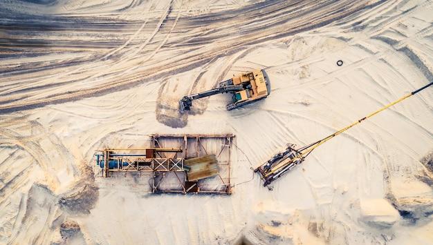 機械および鉱山設備の空撮 Premium写真