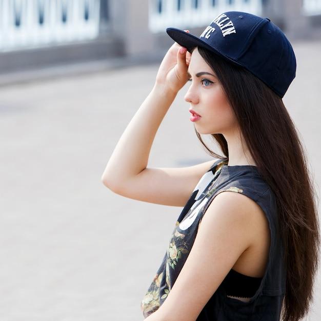 Красивая женщина на улице Бесплатные Фотографии