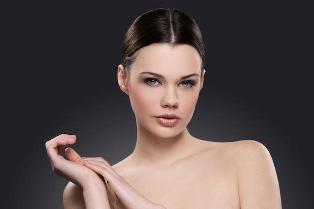 スキンケアコンセプトの裸の女性の肖像画 無料写真